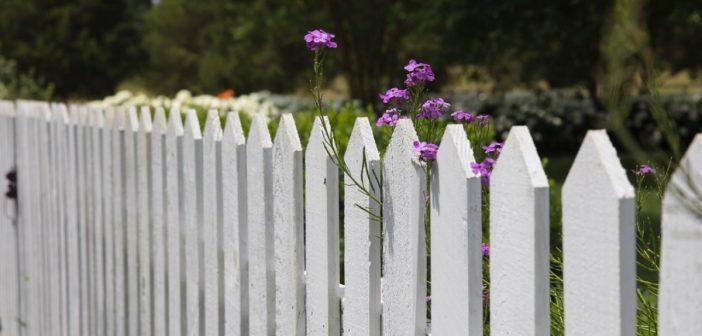 Ein Gartenzaun für Privatsphäre und Sichtschutz
